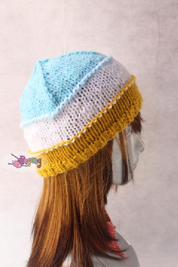 "14.15.H: tri color bulky hat<br><font color=""red"">Best Value!</font>"